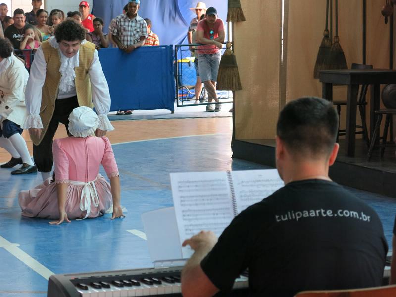 La Serva Padrona by G.Pergolesi. Brazilian soprano Isabella Lucchi, Brazilian baritone Marcio Marangon, Brazilian pianist Fábio Bezuti. September and October, 2014.